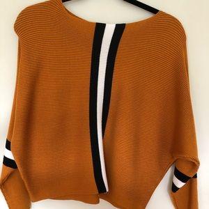 Sweaters - Scoop neck sweater in golden color